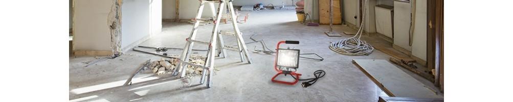 Kabelgebundene Strahler für die Baustelle